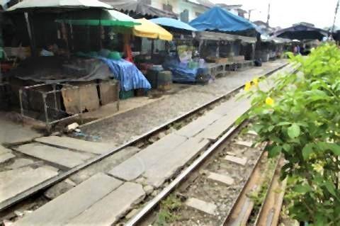 pict-Mahachai railway station in Samut Sakhon.jpg