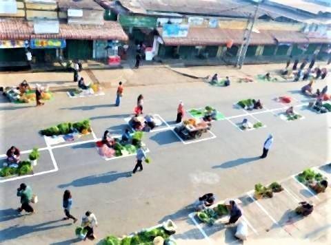 pict-Myanmar market over social distancing2.jpg