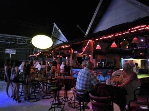 pict-P_20180926_213443RCA-Amy's Bar.jpg