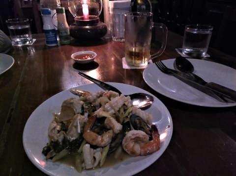 pict-P_20181010_200041Riverside restaurant (3).jpg