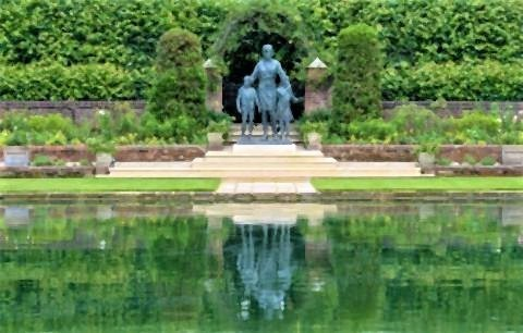 pict-Princess Diana's New Statue2.jpg