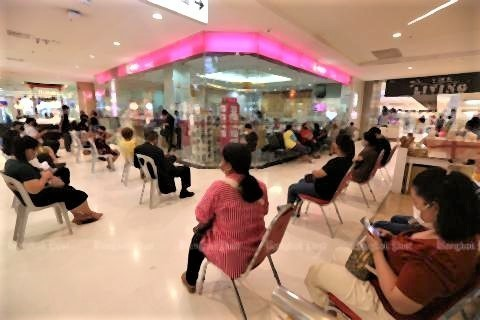 pict-Shopping malls reopen 2 The Mall Bang Kapi.jpg