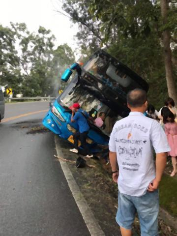 pict-Tour bus slides off.jpg