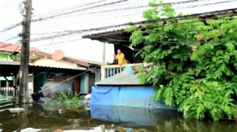 pict-Ubon flooding.jpg