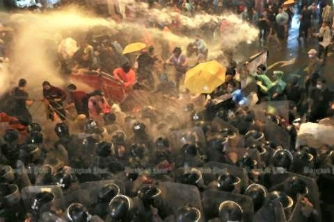 pict-Water cannon.jpg