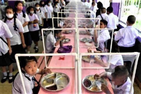 pict-Wichuthit school in Bangkok.jpg