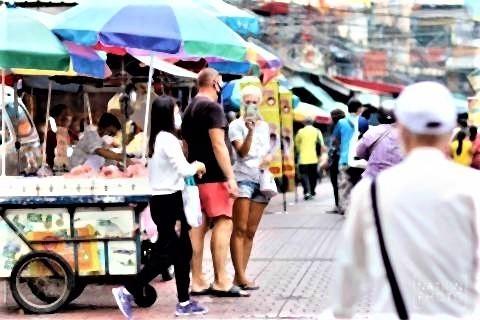 pict-Yaowarat gets busy again2.jpg