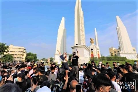 pict-Youth launch protest.jpg