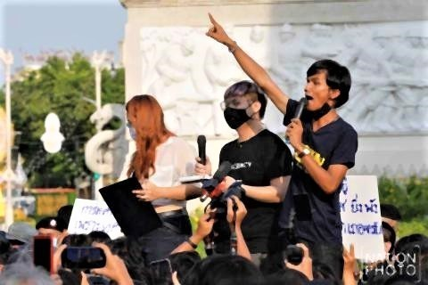 pict-Youth launch protest 2.jpg