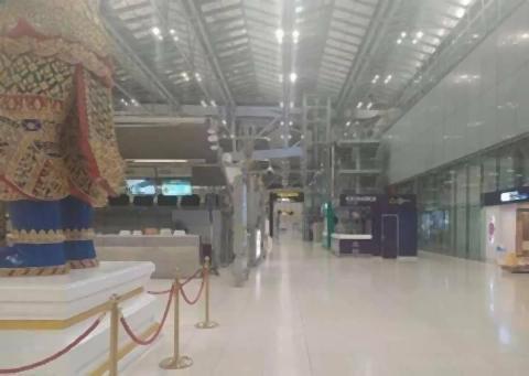 pict-empty Suvarnabhumi Airport 2.jpg