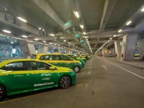 pict-empty Suvarnabhumi Airport 3.jpg