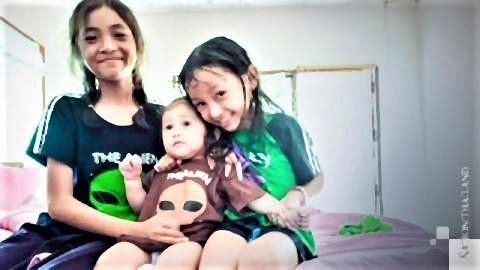 pict-farang-Thai families apart.jpg