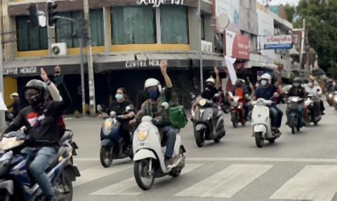pict-moat in protest of Prayut.jpg