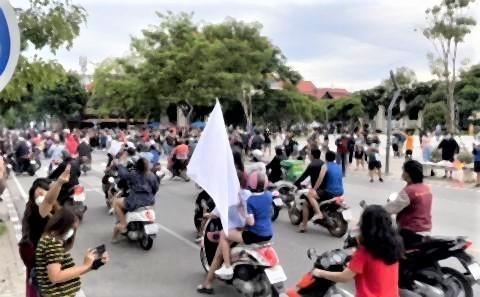 pict-moat in protest of Prayut5.jpg
