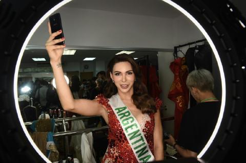 pict-queen in Thai transgender pageant 3.jpg